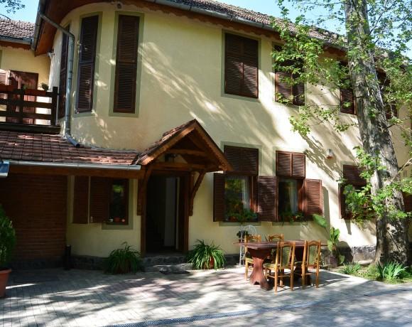 Casa cu Platani Guesthouse
